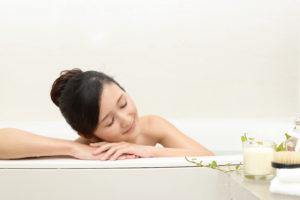 入浴の女性